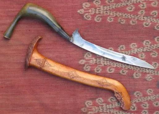 Senjata Tradisional Aceh Rencong Meucugek