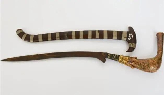 Senjata Tradisional Aceh Rencong Meupucok