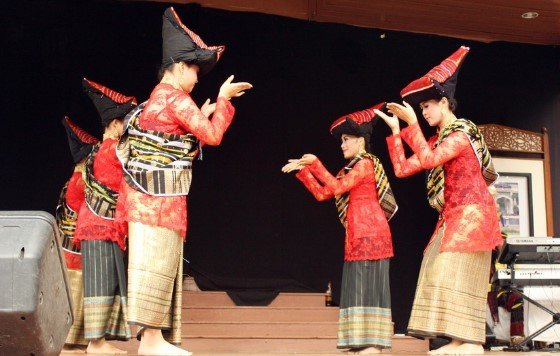 16 tarian daerah sumatera utara gambar dan penjelasannya yang unik rh silontong com tarian tradisional sumatera utara dan penjelasannya tarian tradisional sumatera utara dan penjelasannya