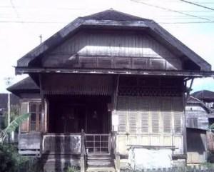 5 Rumah Adat Kalimantan Selatan, Gambar, Keunikan dan Penjelasannya