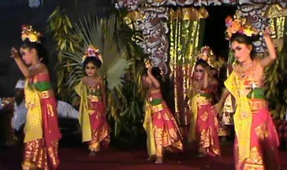 Artikel terkait dengan Tari Puspanjali daerah Bali dan keterangannya