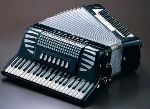 Informasi terkait alat musik melodis Akordion dan jenis-jenisnya