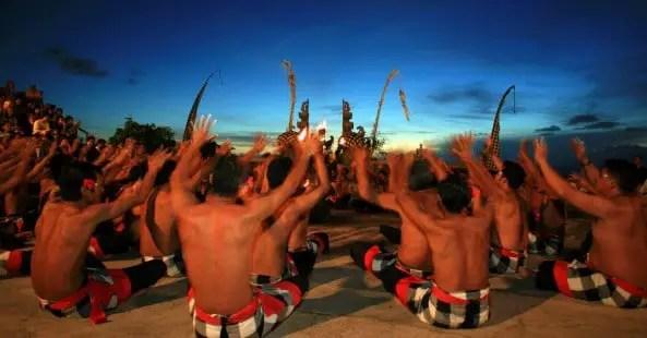 Penjelasan tentang Tari Kecak daerah Bali yang unik