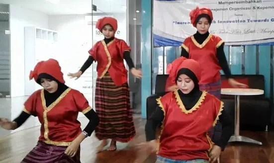 Ulasan mengenai Tari Lenggo Jingke Tradisional Betawi dan Pengertiannya