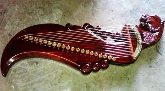 Uraian mengenai alat musik melodis Kecapi dan jenisnya