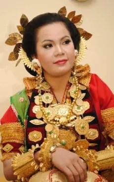 Informasi tentang Pakaian Adat Wanita Mandar Sulawesi Barat yang unik