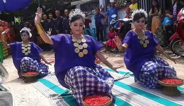 Informasi terkait dengan Tari Bosara Sulawesi Selatan dan Pola Lantainya