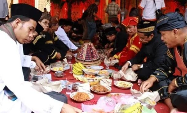 Informasi terkait dengan Upacara Makan Bajamba Sumatera Barat