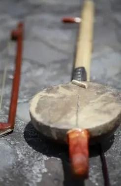Review tentang alat musik Arababu Sulawesi Utara dan Keunikannya