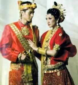 Ulasan Mengenai Baju Seppa Tallung Buku Sulawesi Selatan dan Sejarahnya