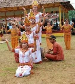 Uraian mengenai Tari Ma'Gellu khas Sulawesi Selatan dan sejarahnya