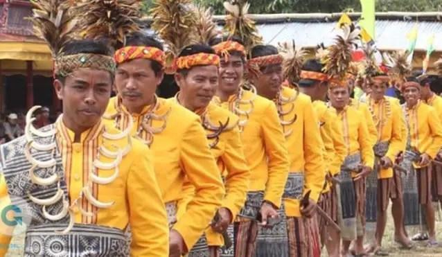 Uraian mengenai Tari Manimbong Sulawesi Selatan dan Asalnya