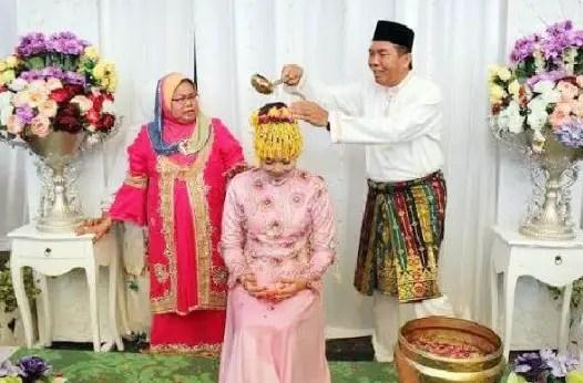 Ulasan terkait dengan Upacara Berandam Riau dan Keunikannya