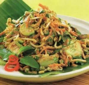 Review tentang Makanan Karedok Khas Jawa Barat yang gurih juga lezat