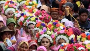 Ulasan terkait dengan Ngarot Upacara Adat Jawa Barat
