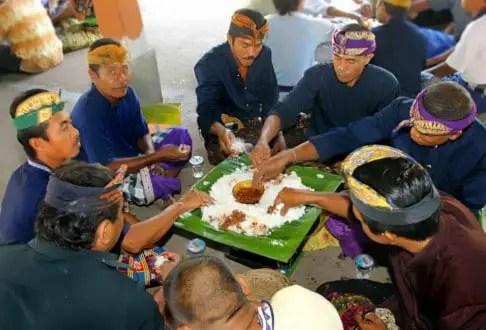 Info terkait dengan Megibung Upacara Adat Bali yang unik