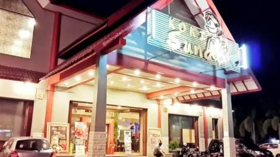 Informasi terkait dengan rumah makan lesehan Medan yang ditengah kota.