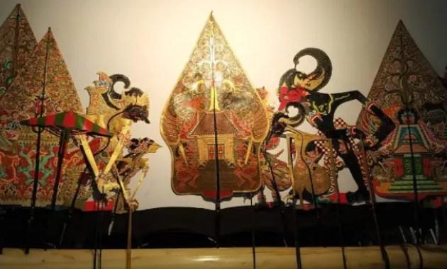 Gambar terkait dengan wayang kulit yang menjadi kesenian di Jawa Tengah