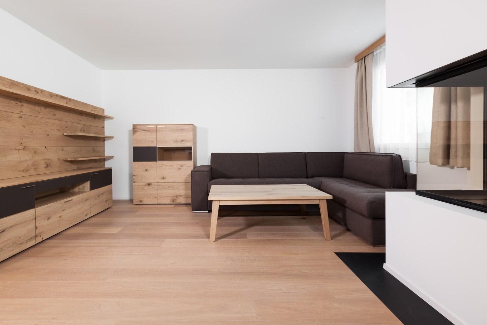 Wohnzimmer möbliert Wohnungen Sils Maria/ Engadin