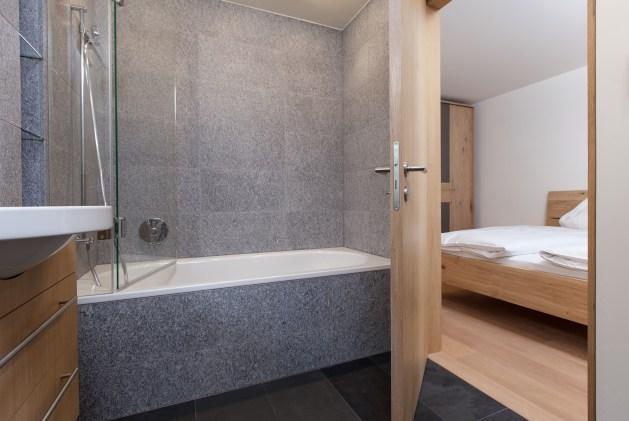 Ansicht Schlafzimmer/ Badezimmer Wohnungen Sils Maria
