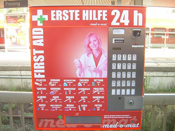 Kurioser First-Aid-Automat am Freisinger Bahnhof