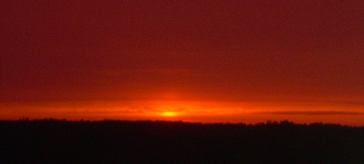 Sonnenuntergang in Tiefrot
