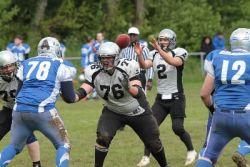 Rudolf Köpplin (#76) beschützt seinen Quarterback und macht Platz für seine Runningbacks