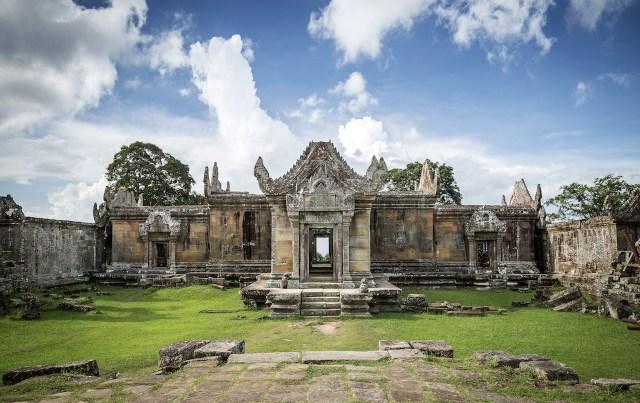 Preah Vihear temple to visit in Cambodia