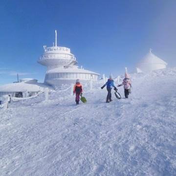 Śnieżka zimą – odetchnąć od smogu w krainie lodu