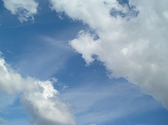 Cloud whisps (sic) by turtlemom4bacon (cc) (from flickr)