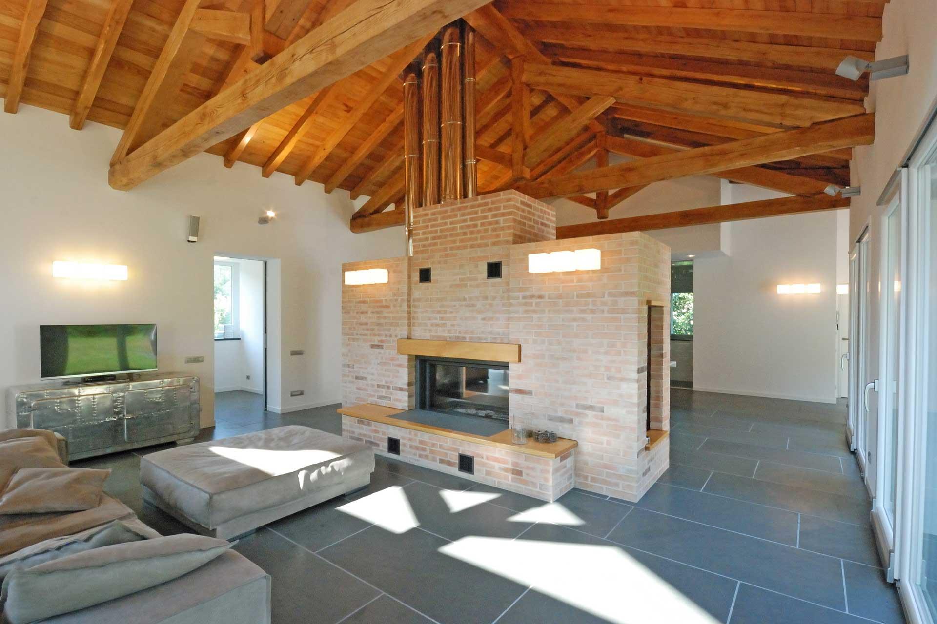 Roberto Silvestri architetto, una casa con il tetto in legno