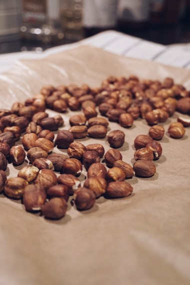 Toast the hazelnuts for 5 minutes, then rub of the skin