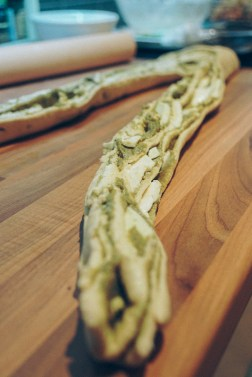 pesto-mozzarella-garlic-bread-10