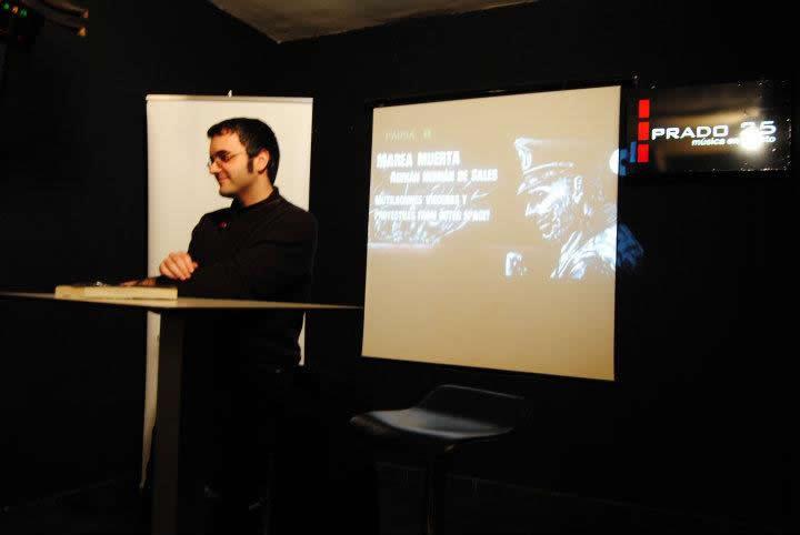 Adrián Hernán en una de las presentaciones de Marea Muerta