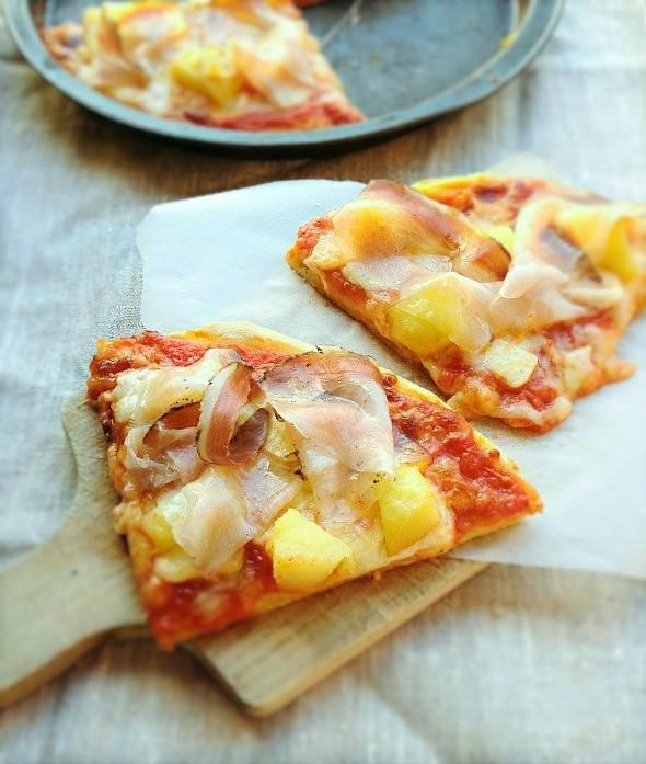 pizza sarda con guanciale pecorino e patate arrosto