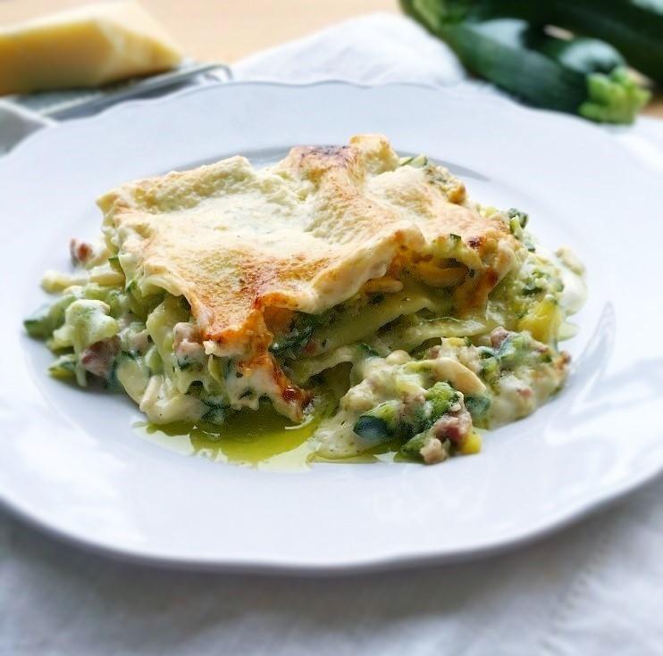 lasagne bianche zucchine pinoli pancetta