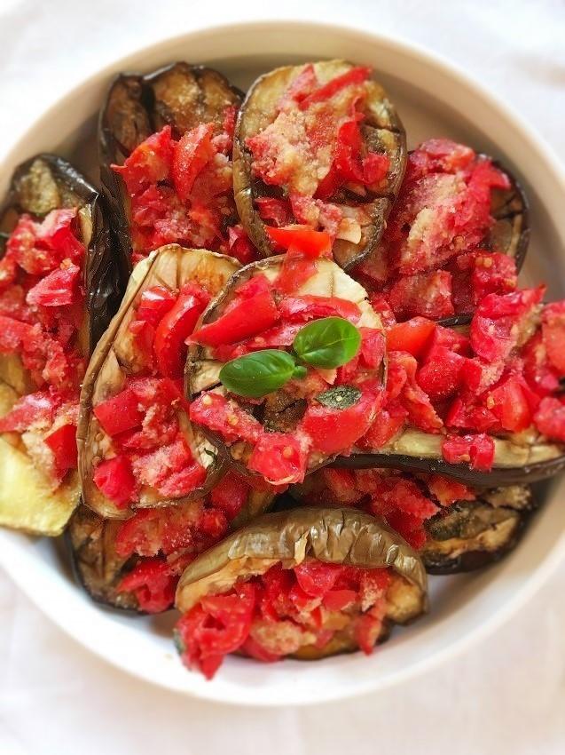 melanznaane con pomodoro e basilico