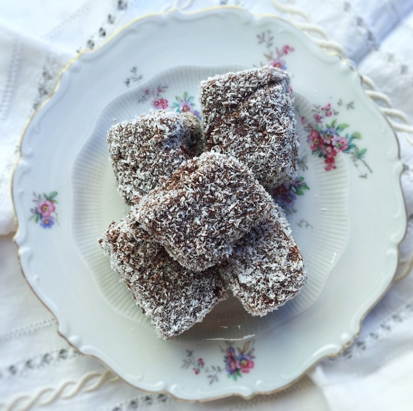 Dolcetti al cioccolato e cocco: I Lamingtons Australiani.