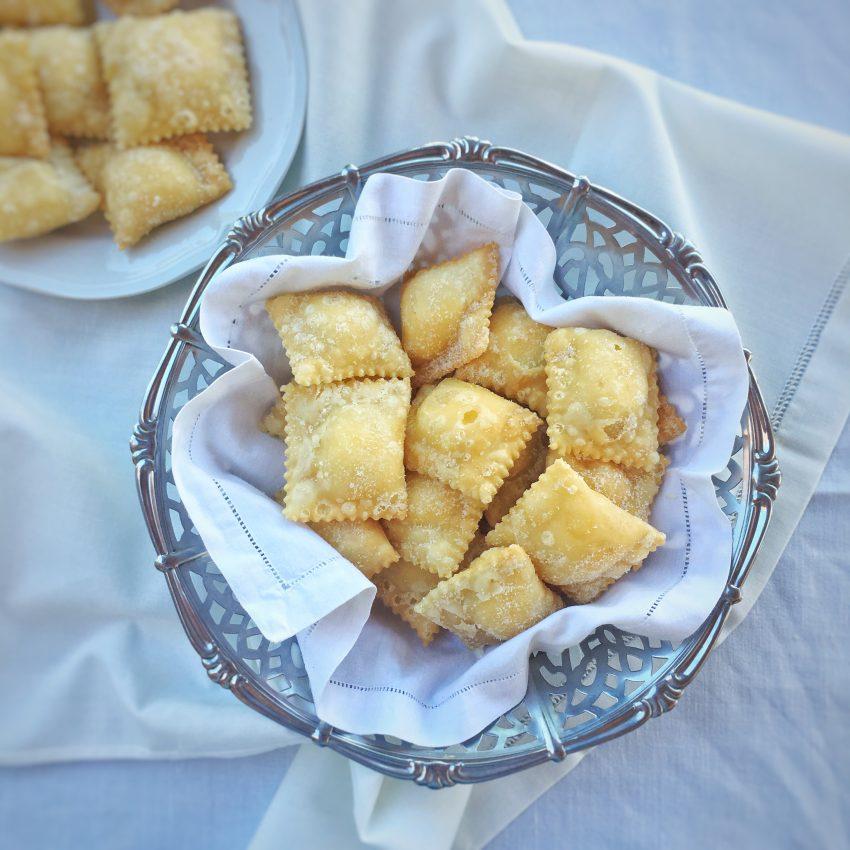 Ravioli dolci fritti | Curruxionisi drucisi frittusu.