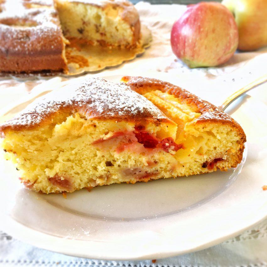 Torta di mele e fragole: Per una merenda super golosa.