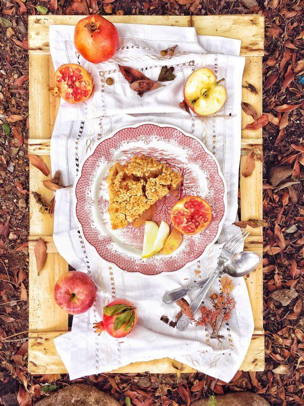 Con il Crumble di mele e melagrane do il benvenuto all'autunno.