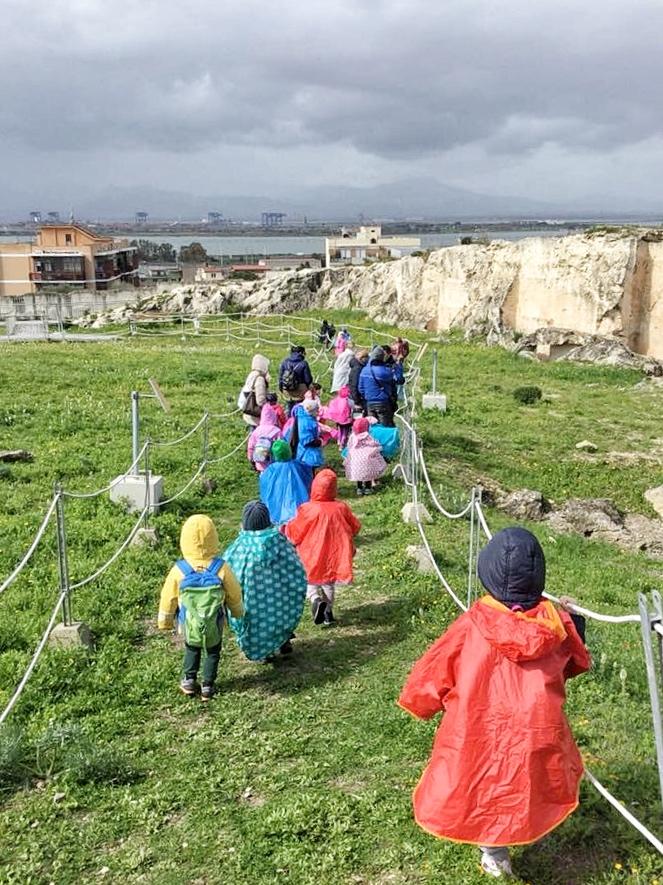 A Cagliari nasce la scuola elfica. La scuola pubblica apre le sue porte ed educa all'aperto.