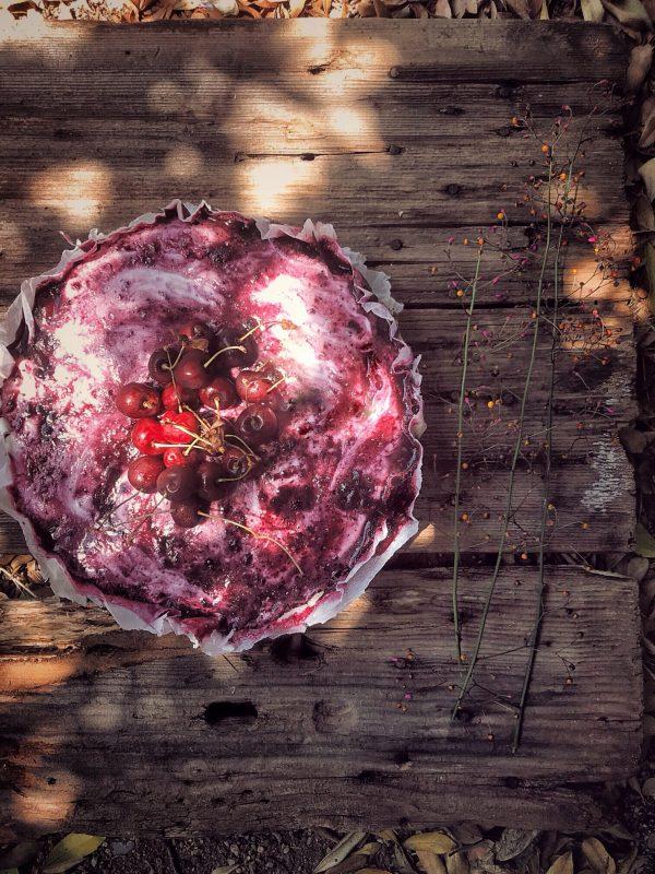 Cheesecake con le ciliegie, meglio tardi che mai.