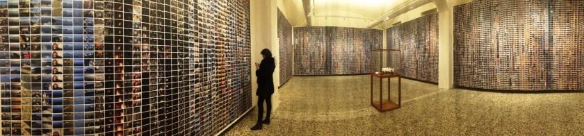 Il progetto Refugee Wallpaper, ovvero 17.000 immagini scattate dall'artista durante il suo continuo contatto con l'emergenza rifugiati