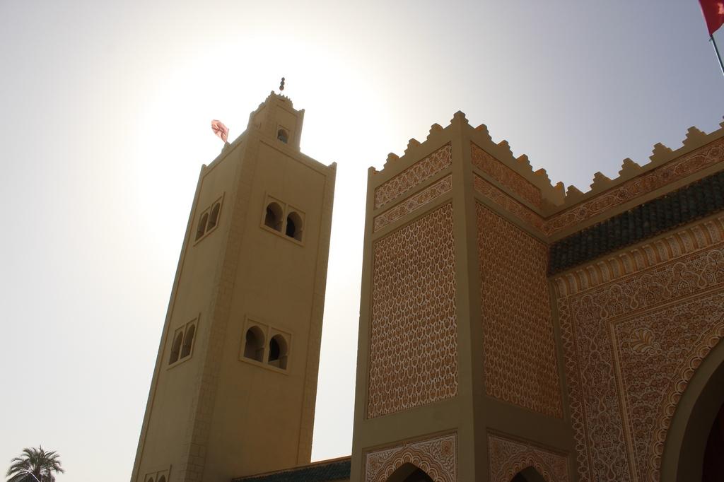 Minarete de la mezquita del Mausoleo de Moulay Ali Cherif en Rissani