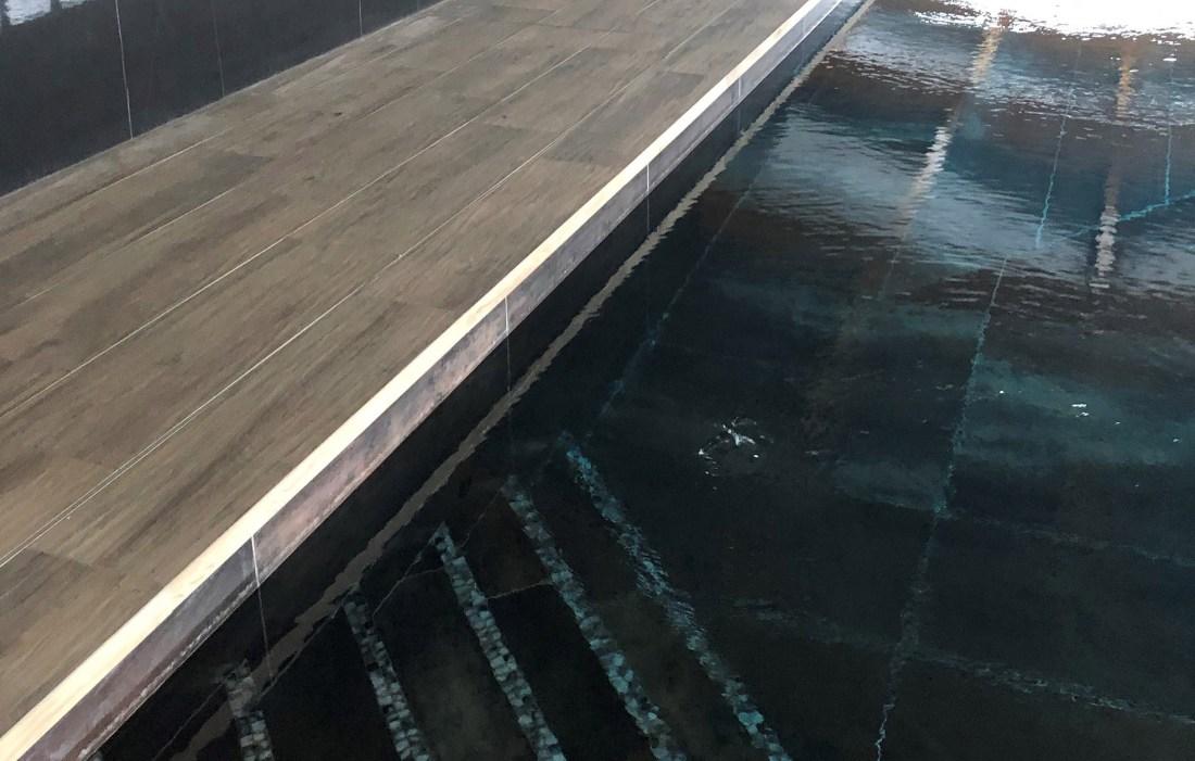 Midnight Pearl 25mm Swimming Pool
