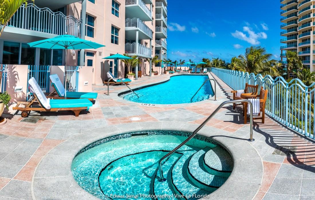 Ocean Drive Swimming pool in the sun