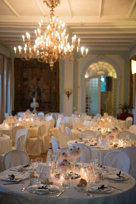 Centrotavola elegante al Castello di Mercenasco - PH D. Bozzalla: