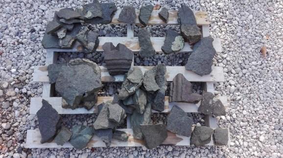 elementi fratturati consolidati con silicato di etile da ricollocare e fissare