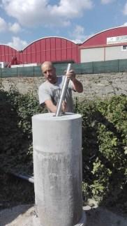 inserimento della barra in acciaio inox per l' ancoraggio del tassello cilindrico